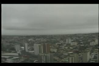 Nevoeiro atinge Uberaba e termômetros marcam 16ºC - Climatologista Wanda Prata prevê chuvas para o fim de semana. Anticiclone que agiu durante início de abril deve manter tempo seco na cidade.