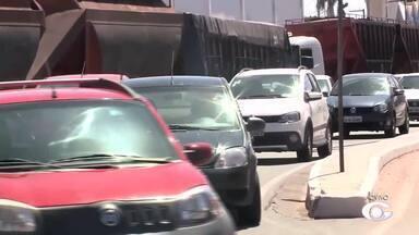 Protesto no porto de Jaraguá complica trânsito na região - Policiais civis, que estão de greve desde o dia 18, reclamam melhores condições de trabalho.