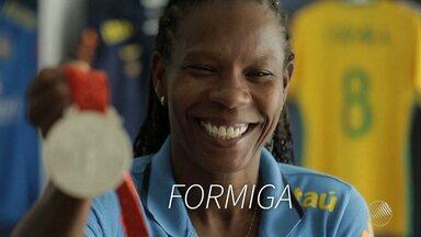 Baiana disputa Olimpíada pela sexta vez - Meia Formiga é a jogadora que jogou mais vezes com a camisa da seleção brasileira feminina.