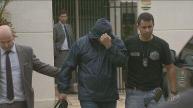 Delegado que estava foragido se entrega nesta quarta-feira na corregedoria de Campinas - Para o Ministério Público, dinheiro encontrado na terça-feira (26) com um dos policiais pode ter relação com assalto à empresa Protege.
