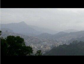 Tempo muda e Nova Friburgo, RJ, tem tempo encoberto e chuva nesta quarta-feira - Frente fria chegou à Região Sudeste;