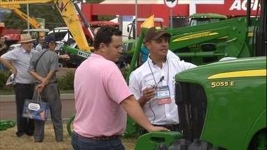Agrishow apresenta as novidades tecnológicas para o campo - Cautela foi a palavra de ordem entre os agricultores para fechar negócios na feira em SP.