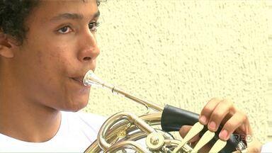 Projeto Som da Banda oferece aulas de música de graça - Alunos podem aprender vários instrumentos