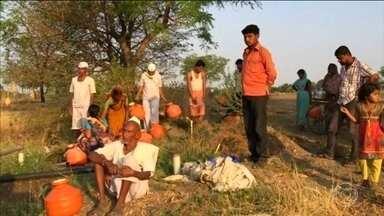 Onda de calor já matou mais de 300 pessoas na Índia - Na Índia, uma onda de calor já provocou a morte de 300 pessoas este mês. Outras 80 morreram em incêndios provocados pela seca.