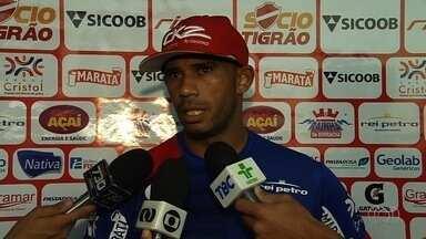 Robston espera deixar polêmicas de lado na Série B - Após episódio com Wagner, meia do Goiás, jogador do Vila Nova diz que está tentando mudar e foca no Brasileirão.