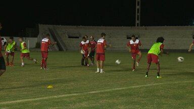 Campinense realiza treino noturno no Amigão e define o time para a final do Nordestão - Saiba como foi o último treino tático da Raposa contra o Sport.