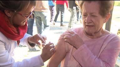 Hoje teve mutirão de vacina contra a gripe - Apesar do frio, muita gente foi aos postos de saúde para garantir a imunização.