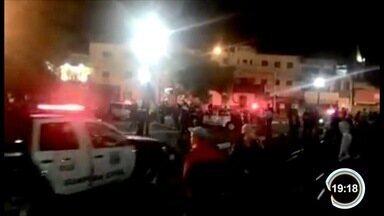 Jovem é morto a tiros durante festa na região central de Jacareí, SP - Segundo PM, crime aconteceu após uma briga neste sábado (29). Adolescente que passava pelo local também foi atingido pelos disparos.