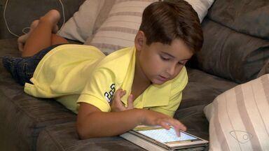 Pais colocam limites para crianças usarem equipamentos de eletrônicos no ES - Saiba qual a hora de colocar limites no uso.