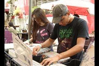 Amantes de discos de vinil participam de feira - Mais de 15 mil discos foram colocados à venda no evento.