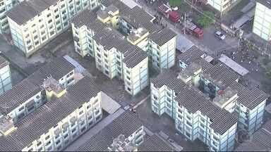 Explosão em Fazenda Botafogo completa um mês - Segundo resultado preliminar da perícia policial a explosão teria sido causada por gases provenientes de um vazamento de esgoto no subsolo. Um mês depois da tragédia os moradores ainda não puderam voltar pros seus apartamentos.