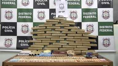 Polícia encontra 30kg de drogas no quintal de traficante, em Luziânia - Em Samambaia, a polícia descobriu um esquema de tráfico de maconha e crack. E encontrou pouco mais de 30kg de droga no quintal do traficante, que morava em Luziânia.