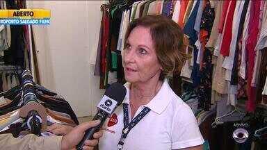 AACD realiza bazar de roupas para arrecadar dinheiro para crianças com deficiência no RS - Associoção precisa de doações.