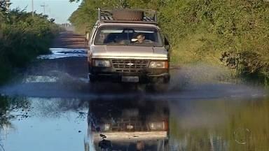 Águas começam a baixar na Estrada Parque, em Corumbá - Região passa por período de 'vazante'.