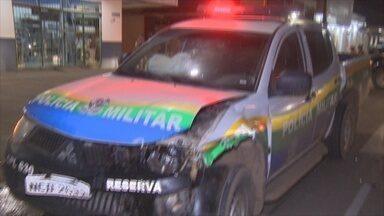 Viatura da PM em alta velocidade colide contra carro, em Porto Velho - Batida aconteceu na Avenida Jorge Teixeira, em Porto Velho.Estudantes ficaram feridas e foram encaminhadas para UPA da capital.
