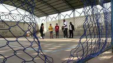 Zé do Bairro volta a Barra do Piraí, RJ, para ver quadra de esportes foi reformada - Pedido foi feito por moradores do bairro Morada do Vale.