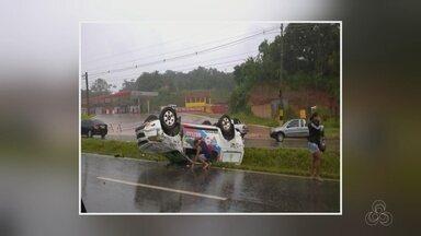 Viatura capota e rodovia e deixa PMs feridos, no AM - Acidente ocorreu na Estrada AM-070.