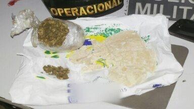 Mulher é presa com drogas em ônibus no município de Presidente Figueiredo - Jovem de 18 anos foi conduzida à delegacia,