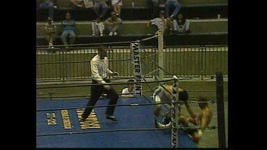 Relembre a queda do ringue do boxeador Macaris do Livramento - Queda foi em dezembro de 1996, no Círculo Militar, em Curitiba.