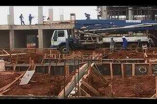 Obras e infraestrutura dos campi da UFU geram reclamação em MG - Monte Carmelo, Patos de Minas e Ituiutaba enfrentam precariedades. MGTV tentou contato com reitor, que não respondeu por falta de agenda.