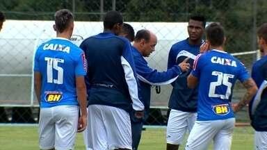 Em Curitiba, jogadores do Cruzeiro comentam a contratação do novo treinador do time - Em Curitiba, jogadores do Cruzeiro comentam a contratação do novo treinador do time