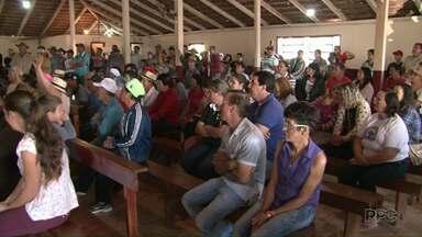 Agricultores param obras da Usina Baixo Iguaçu - Os manifestantes não concordam com os valores oferecidos pelas terras atingidas.