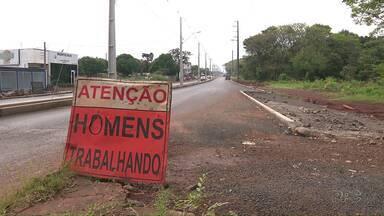 Obras Paradas revoltam moradores - Em três locais da cidade o serviço parou pela metade.