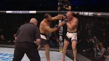 Rogério Minotouro vence Patrick Cummins pelo UFC 198 - Lutz terminou ainda no 1º round.