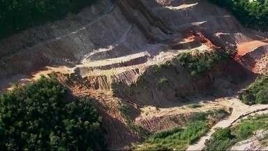 Na sede da Olimpíada, licença ilegal autoriza extração de terra de obras - Saiba como funciona mercado clandestino de areia e saibro no Rio de Janeiro. Polícia tenta desmascarar quem está por trás de mais esse crime ambiental.