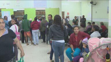 Moradores do Jardim Fernanda fazem fila enorme em posto de saúde de Campinas - Eles tentavam agendar consultas ou exames.