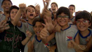 Alunos de escola de Vila Velha ganham concurso e vão conduzir tocha olímpica no ES - A tocha olímpica passa nesta terça-feira (17) na Grande Vitória.