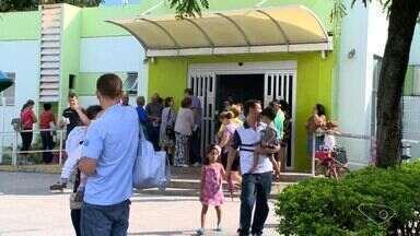 Grupo prioritário da vacinação contra H1N1 é reduzido em Vitória - Secretaria disse que número de vacinas enviadas foi pequeno. Idosos e crianças voltaram para casa sem terem sido imunizados.