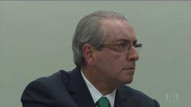 Eduardo Cunha volta à Câmara para dar explicações e nega ter conta fora do país - Eduardo Cunha volta à Câmara para dar explicações e nega ter conta fora do país.