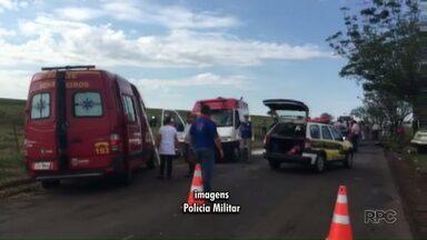 Quatro pessoas ficaram feridas em acidente na PR-317 - Duas pessoas tiveram ferimentos graves e foram levadas de helicóptero para hospitais de Maringá.