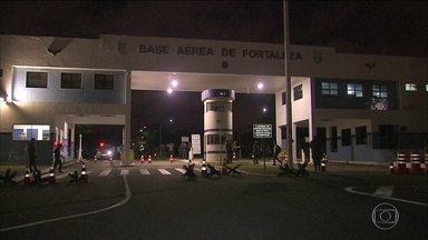 Quadrilha invade base área de Fortaleza e rouba três fuzis e uma pistola - Seis homens renderam um militar que fazia a segurança do local. A quadrilha roubou três fuzis e uma pistola.
