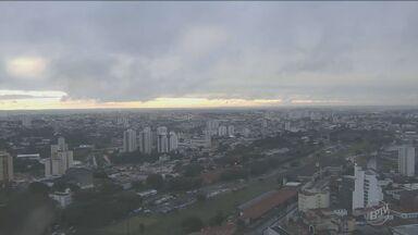 Confira a previsão do tempo para esta segunda-feira (23) - O dia começou chuvoso em Campinas.