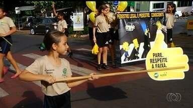 Campanha visa conscientizar motoristas sobre a importância de respeitar a sinalização - Crianças que moram em Rio Verde alertam motoristas e pedestres.