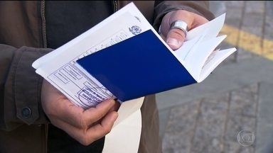 Trabalhador enfrenta dificuldades para conseguir seguro-desemprego - O sistema diz que existem erros nos documentos. Quando procuram atendimento, as pessoas só conseguem vaga cinco meses depois.