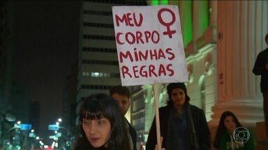 ONU pede justiça para estupro coletivo de adolescente de 16 anos no Rio - A Organização das Nações Unidas pediu justiça para o caso da menina de 16 anos estuprada por 33 homens no Rio de Janeiro. O crime chocou o Brasil.