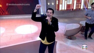 Beto Barbosa canta sucesso 'Preta' - Cantor anima a plateia do 'Encontro'