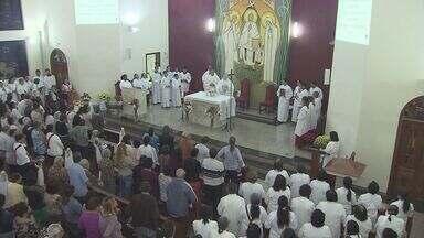 Fiéis de várias paróquias da região confeccionam tapetes tradicionais de Corpus Christi - Entenda o significado dessa tradição.