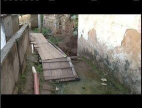 Moradores do Morro do Carapina, em Valadares, cobram melhorias a ponte improvisada - A equipe de reportagem do MG Inter TV 1ª edição já mostrou o problema seis vezes.