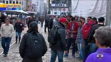 Feirão de oportunidades seleciona pessoas para 700 vagas no centro de Porto Alegre - O mutirão fica no Largo Glênio Peres na capital.