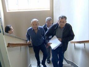 Câmara de Pres. Venceslau analisa projeto de redução de salários dos vereadores - População entregou um abaixo-assinado ao Legislativo.