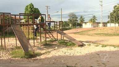 Moradores reclamam de condições de praça no bairro Matinha - Brinquedos precisam de manutenção e a praça parece estar abandonada.