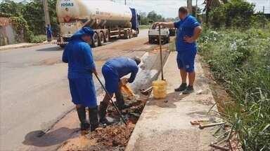 Buraco na Avenida Imigrantes continua aberto, em Porto Velho - Buraco estava aberto devido a um vazamento da tubulação de água. Caerd consertou o vazamento e Dnit deve iniciar o reparo.