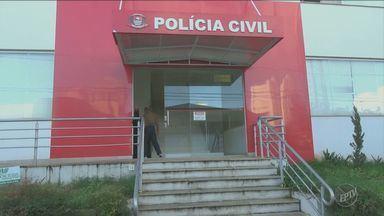 Pai de médico que atirou em colega presta depoimento em Piracicaba - O pai de Jorel Botene esteve na delegacia nesta quinta-feira (2).