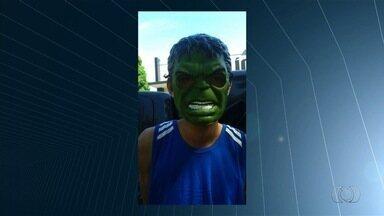 Menor é suspeito de usar máscara do Hulk para assaltar posto de saúde, em Trindade - De acordo com a Polícia Militar (PM), o adolescente também usou uma arma de brinquedo durante o assalto ao posto de saúde, no último dia 25 de maio.