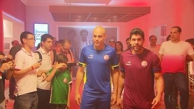 Novos uniformes do Náutico são apresentados na sede do clube - Bergson, Ronaldo Alves, Julio César e João Ananias foram alguns dos jogadores que desfilaram com o novo uniforme.