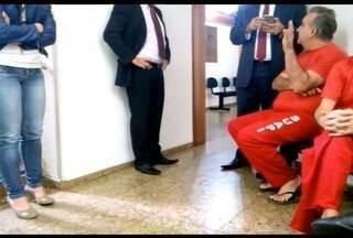 Ex-secretário de MG é levado para MP para prestar depoimento após prisão - Narcio Rodrigues está preso por suspeita de desvio de verba pública.